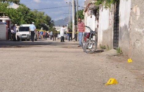 'Yol Geçme Kavgası' 3'ü Polis 14 Yaralı