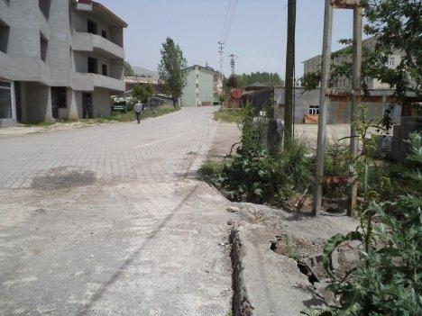 Yol Ortasında Kalan Direkler Kaldırıldı