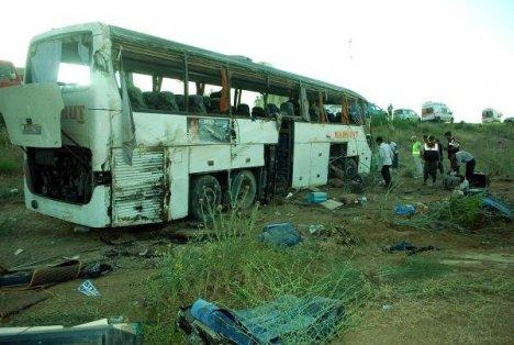 Yolcu otobusü devrildi: 32 yaralı