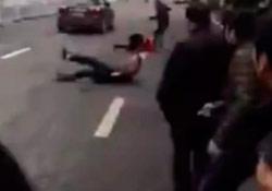 Araç eylemcilerin arasına daldı: 8 yaralı
