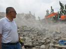 Yüksekova'da ağır hasarlı binaların yıkımına başlandı -