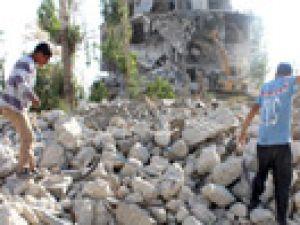 Yıkılan evlerin enkazları ekmek kapısı oldu