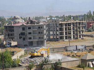 Yüksekova'da evler onarılıyor