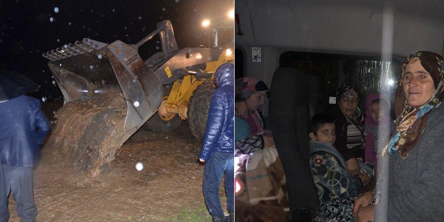 Yüksekova'da sel: Evler tahliye edildi (VİDEO)