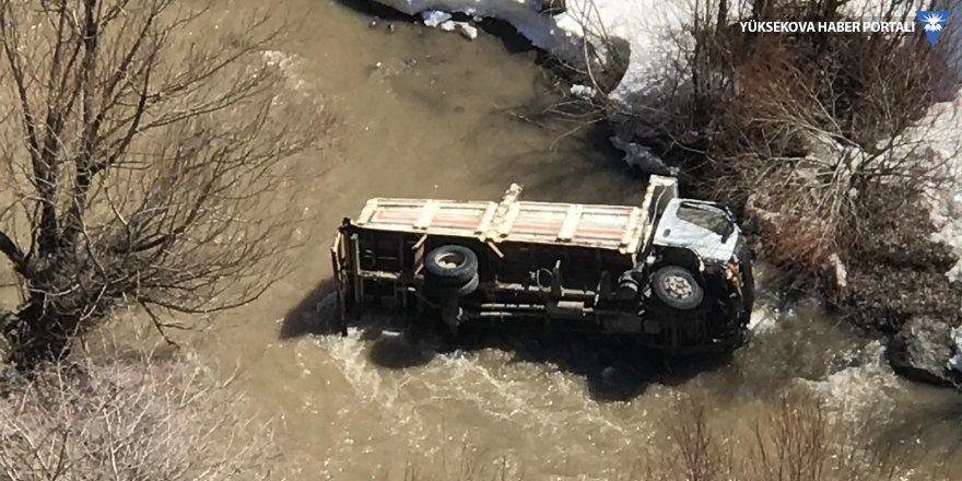 Yüksekova'da trafik kazası: 1 ölü 2 yaralı