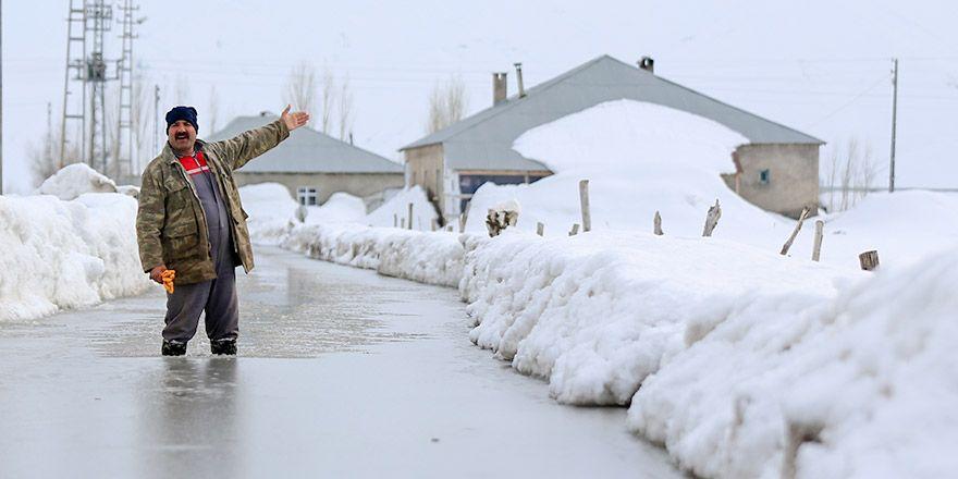 Yüksekova'ya bağlı köylerde su baskınları