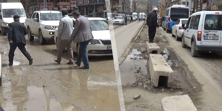 Yüksekovalılar: Yollarımız berbat durumda!