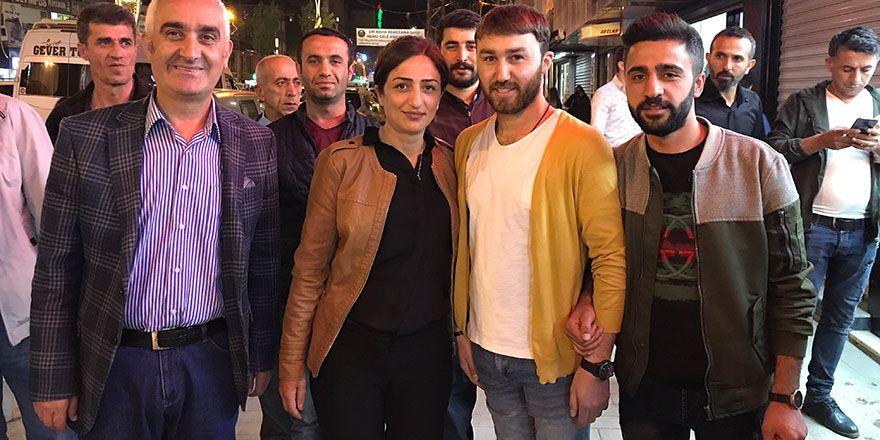 Yüksekova: Yaşar ve Sarı gece gündüz halkın arasında