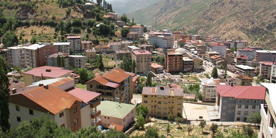 Şemdinli'de kiraların artmasına tepki: İlçede ticaret durdu!