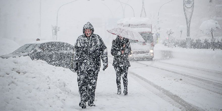 Yüksekova'da karlı bir gün