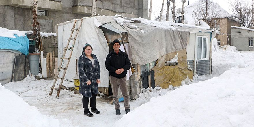 Yüksekova'da bir aile 4 yıldır konteynerde yaşıyor