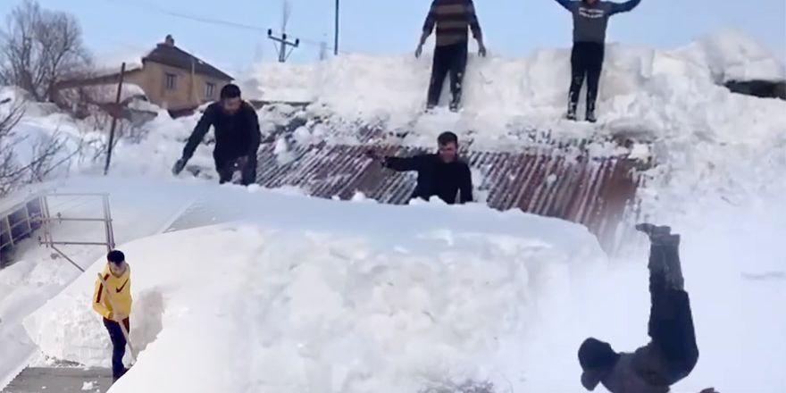 Sizden gelenler: Yüksekova'da kar yağışı