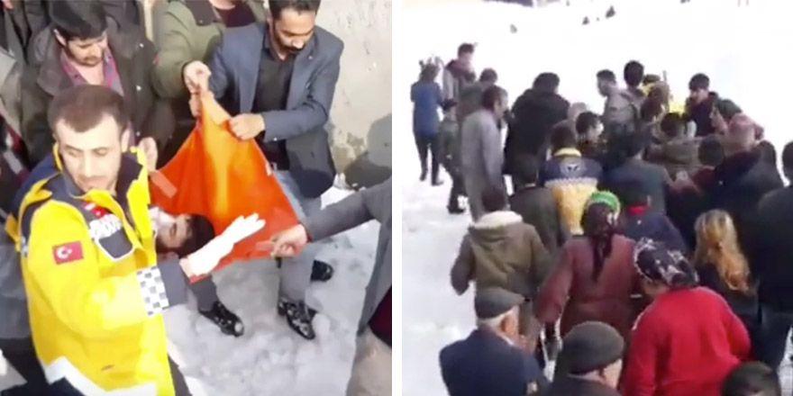 Kar temizleyen kişi çatıdan aşağıya düştü, son anda kurtarıldı