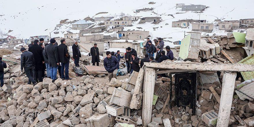 Başkale'de Depremin yıktığı köyden görüntüler