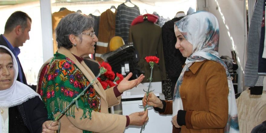 HDP Hakkari Milletvekilleri Güven ve Dede Şemdinli'deydi
