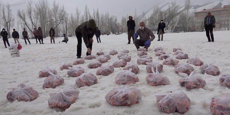 Yüksekova'nın Adaklı köyü sakinleri virüse karşı 73 kurban kesti
