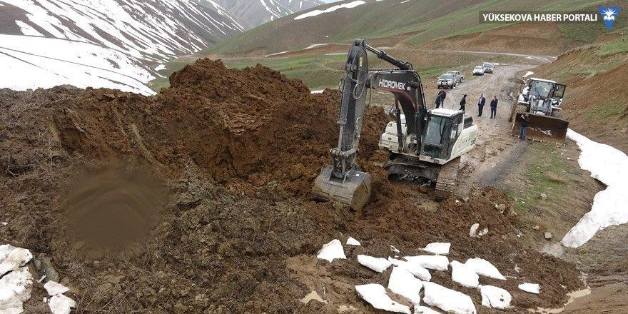 Yüksekova'da heyelan; 11 köy ve mezranın yolu kapandı