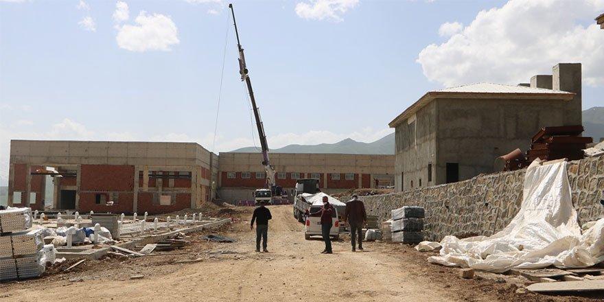 Yüksekova su arıtma tesisinin yapımı devam ediyor