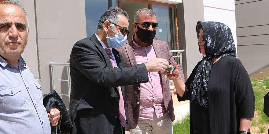 Yüksekova TOKİ'de 468 kişiye anahtar teslimi yapıldı