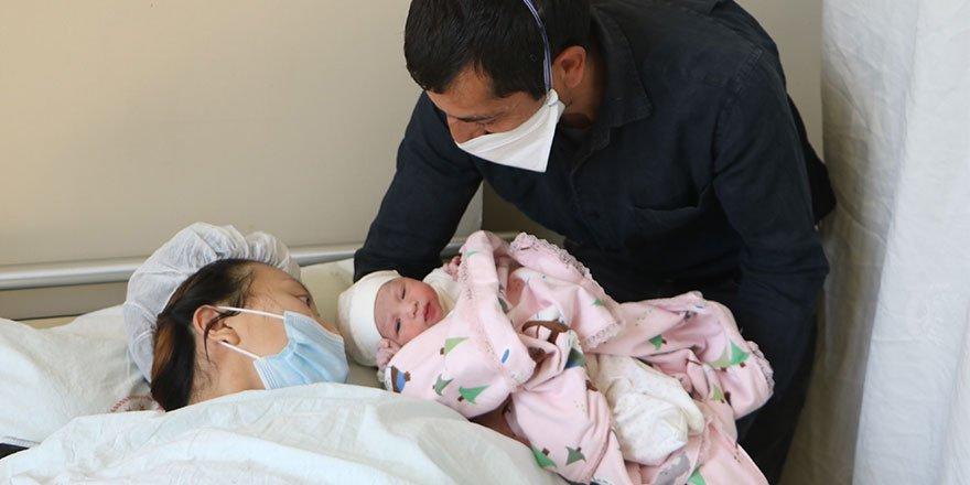 Çinli gelin bebeğini Yüksekova'da doğurdu