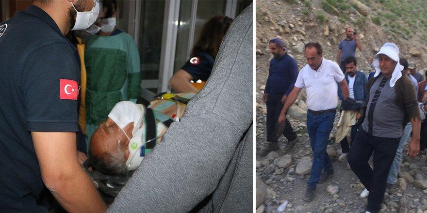 Yüksekova'da ayı saldırısına uğrayan vatandaş, 5 saatte kurtarıldı