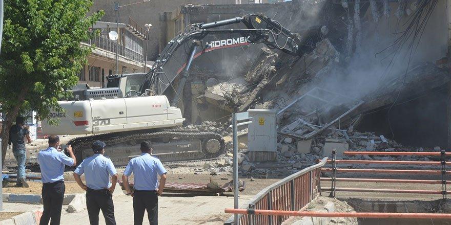 Yüksekova'daki İran pasajının yıkımına başlandı