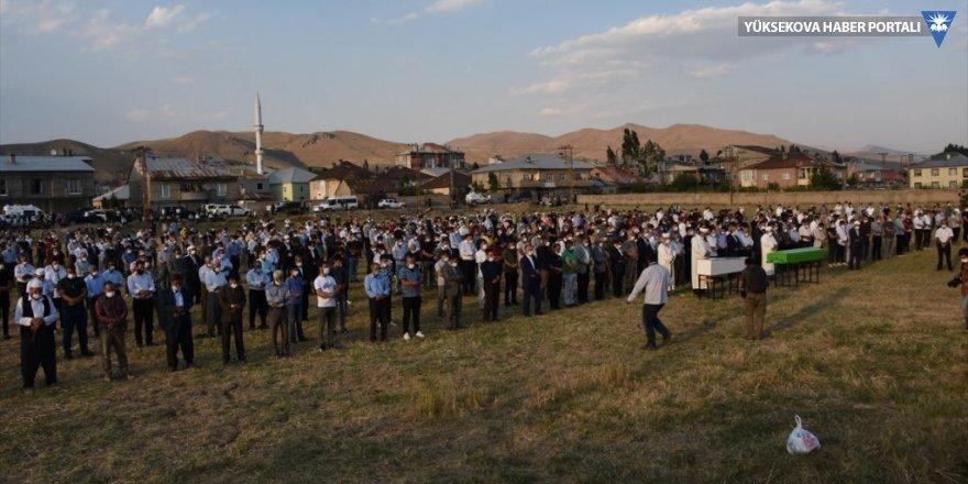 Yüksekova'daki kazada hayatını kaybedenler uğurlandı