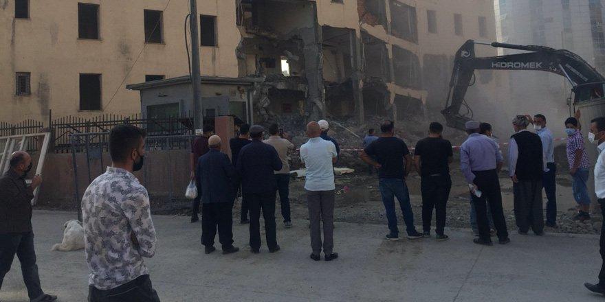 Yüksekova Hükümet Konağı binası yıkıldı