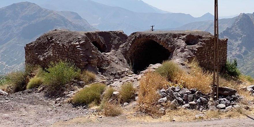 Şemdinli'deki Dêrareş kilisesi kaderine terk edildi