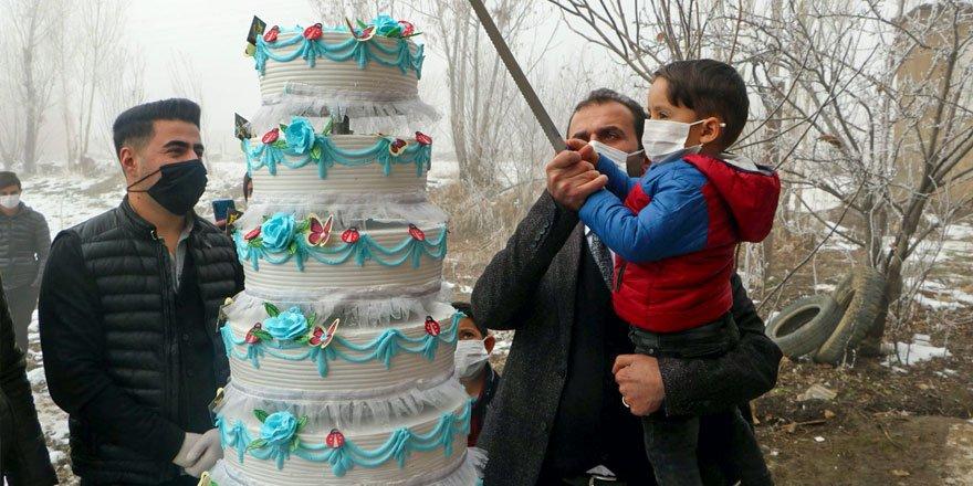 Baklavacı Fuat Usta'dan Minik Enis'e 7 katlı doğum günü pastası