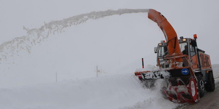 Çığ nedeniyle kapanan Yüksekova-Şemdinli karayolu açıldı